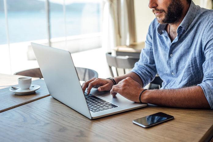 Ochrona służbowego laptopa – o czym pamiętać?