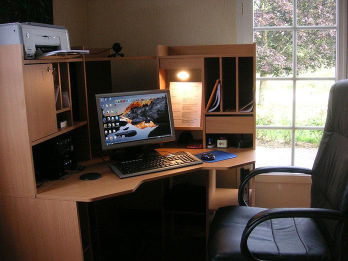 Jak stworzyć ergonomiczne stanowisko pracy przy komputerze